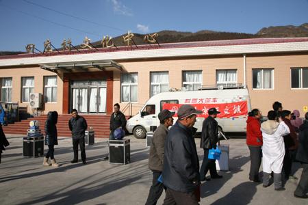 携手北京口腔医院进行科普进社区宣传活动